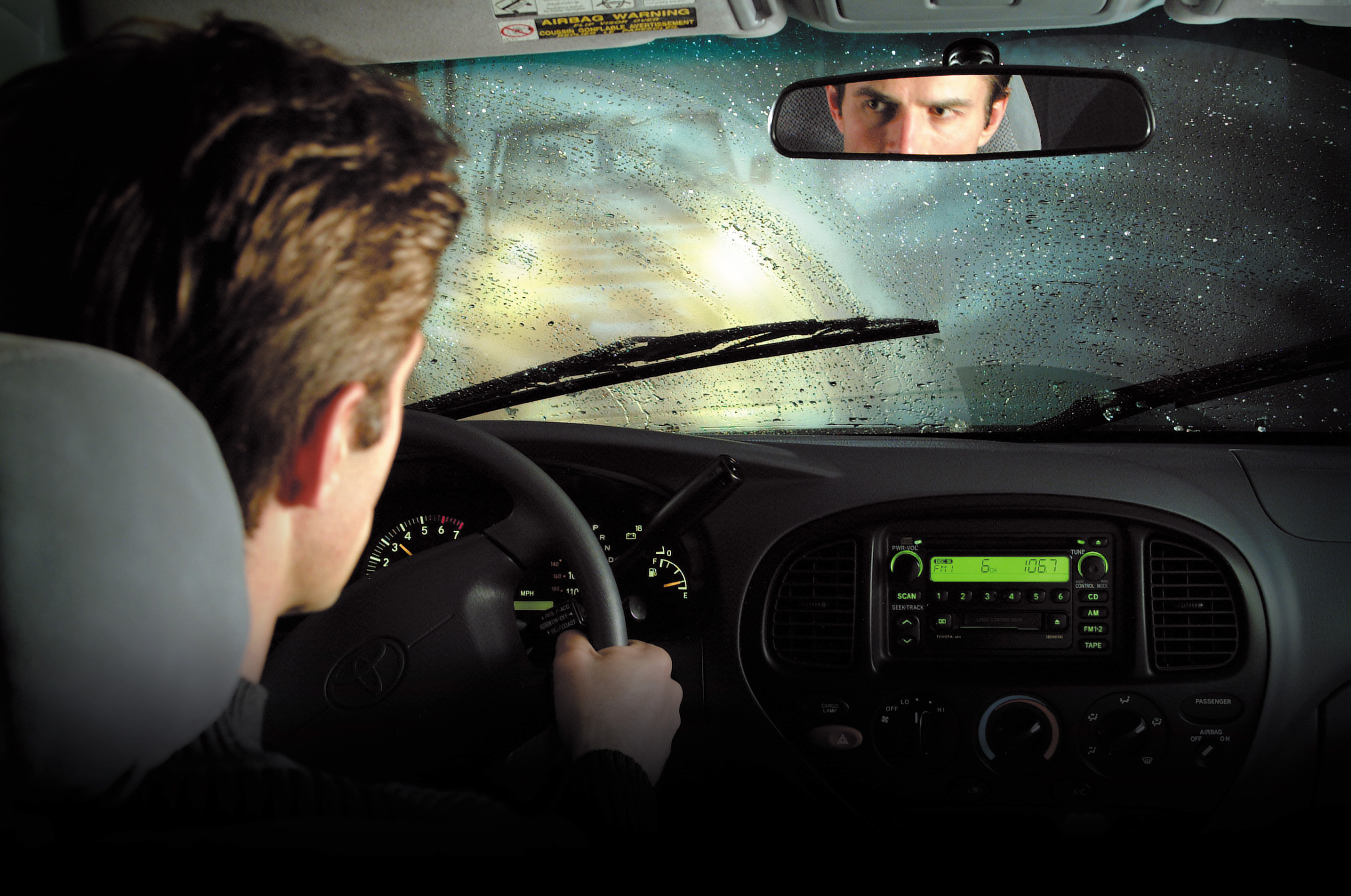 Dirigindo na chuva - foto by Auto Bild