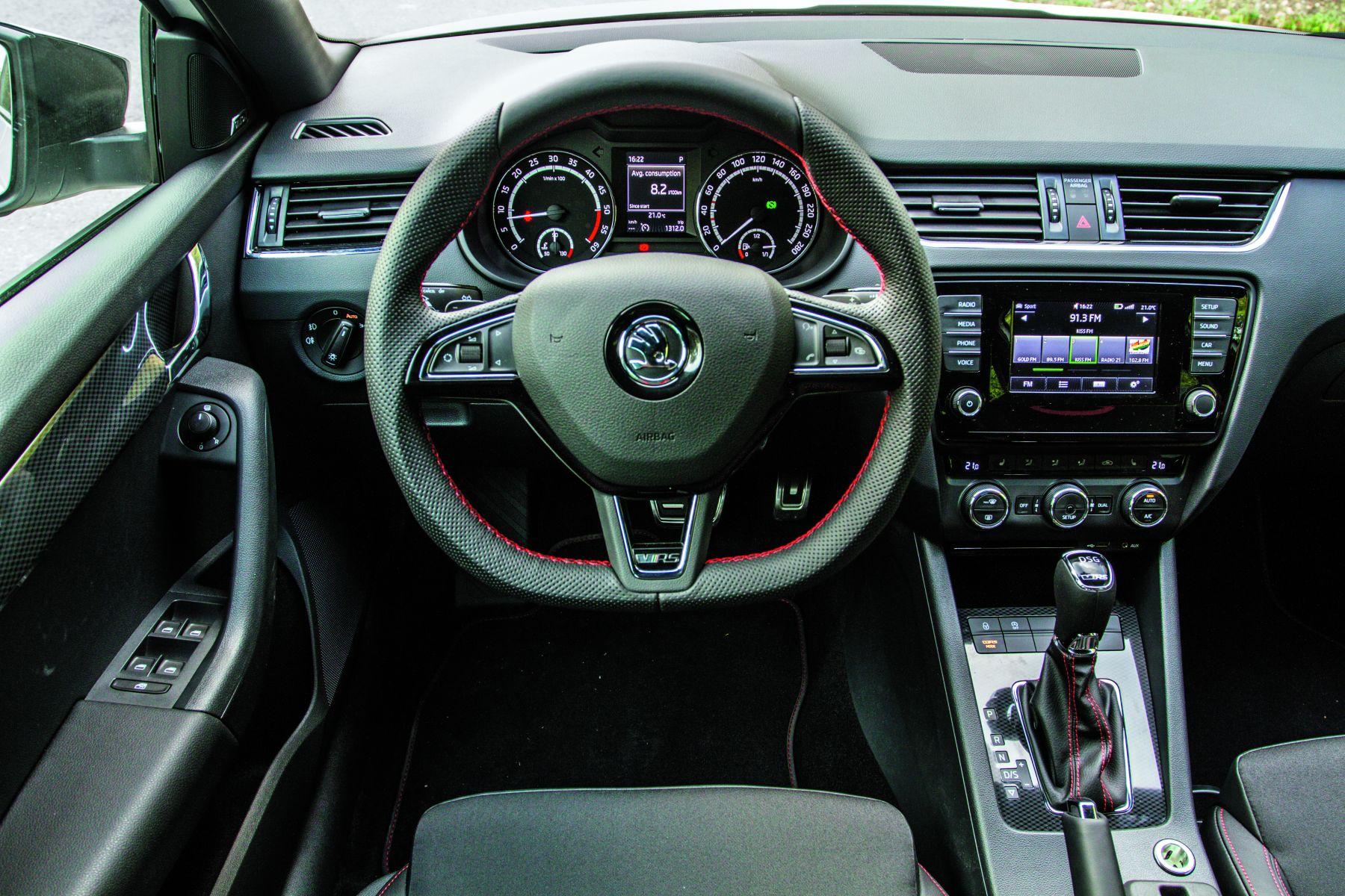 test drive skoda octavia rs combi familistul atletic headline test drive teste auto bild. Black Bedroom Furniture Sets. Home Design Ideas
