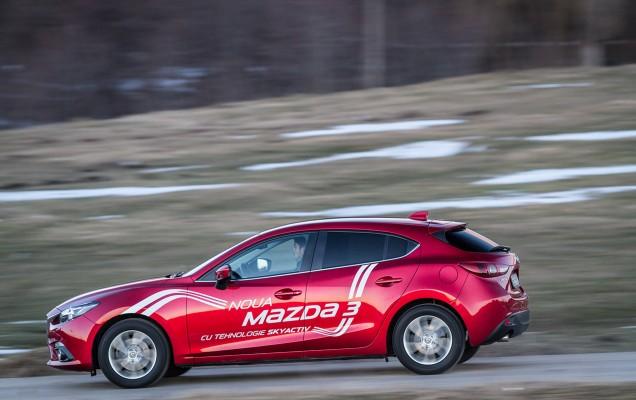 Comparativ Mazda3 vs Nissan Pulsar (12)