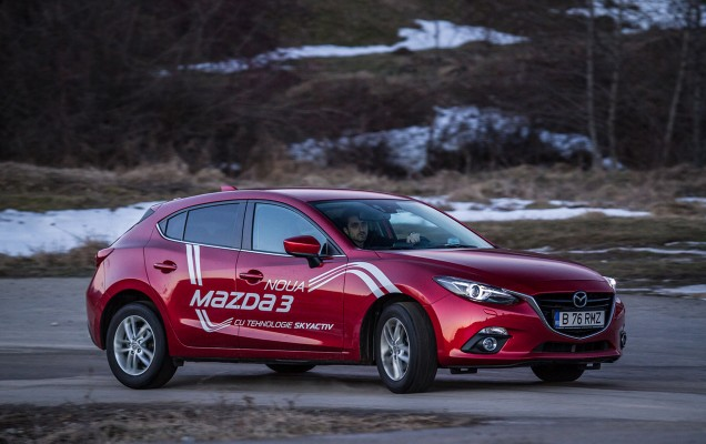 Comparativ Mazda3 vs Nissan Pulsar (24)