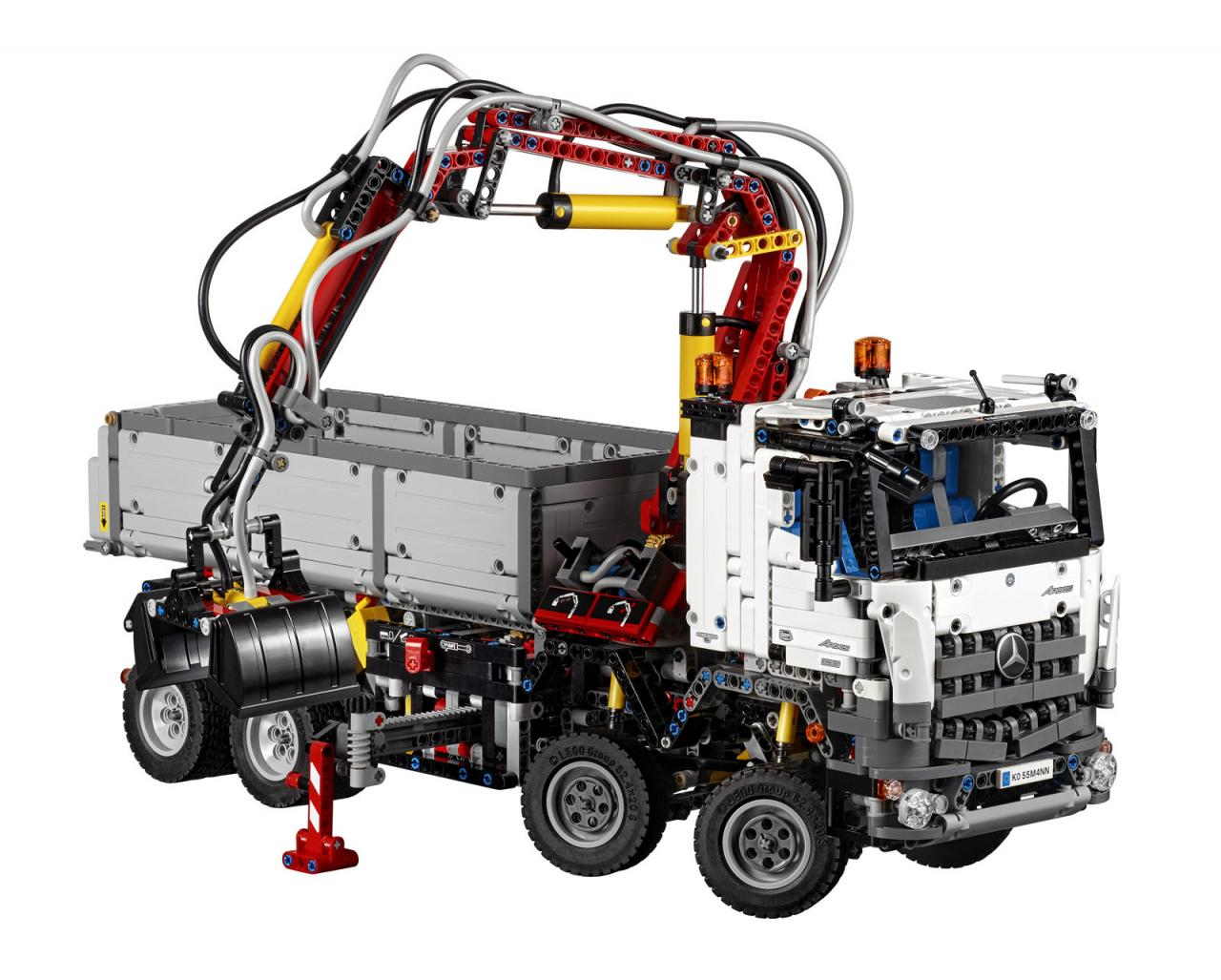 Mercedes-Benz Arocs 3245 LEGO Technic (1)