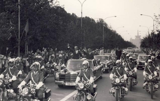 Gerald Ford, la vizita de la București din 1971. Ceaușescu l-a întâmpinat într-un Mercedes-Benz 600 Landaulette.