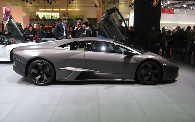 Lamborghini_Reventon_Side-view