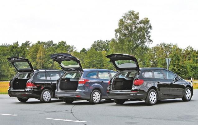 AUBI - Gebrauchtwagen Vergleich Kombis: Ford Focus 1.6 TDCI Turnier Trend, Baujahr September 2011, 1560 ccm, 70 kW, 95 PS, Diesel, Euro 4, blau, 3. Generation, gebaut seit 2010 - Opel Astra ecoFLEX 1.3 CDTI sports tourer, Baujahr Maerz 2011, Typ J, 1248 ccm, 70 kW, 95 PS, Diesel, Euro 4, schwarz, gebaut seit 2009 - VW Golf VI Variant 1.6 TDI Trendline, Baujahr Mai 2010, Typ 1K, 1598 ccm, 77 kW, 105 PS, Diesel, Euro 4, gebaut von 2008 bis August 2012, Foto erstellt im August 2013 ABCS012013 044