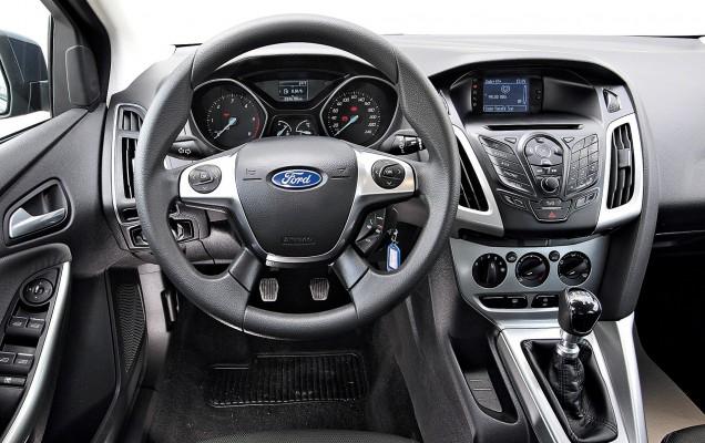 Cockpit im Ford Focus 1.6 TDCI Turnier Trend Gebrauchtwagen