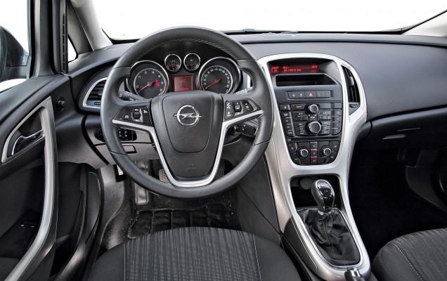 Cockpit im Opel Astra 1.3 CDTI eco FLEX sportstourer Gebrauchtwagen