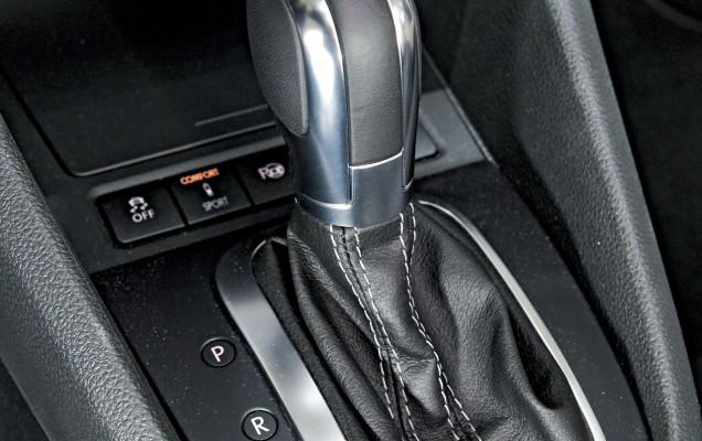 AUBI - Waehlhebel im VW Golf VI GTD 2.0 TDI, DSG Automatik, Diesel, EU5, 1968 ccm, 125 kW, 170 PS, weiss, EZ Oktober 2011 - Foto vom 31.05.2012 AB242012 056