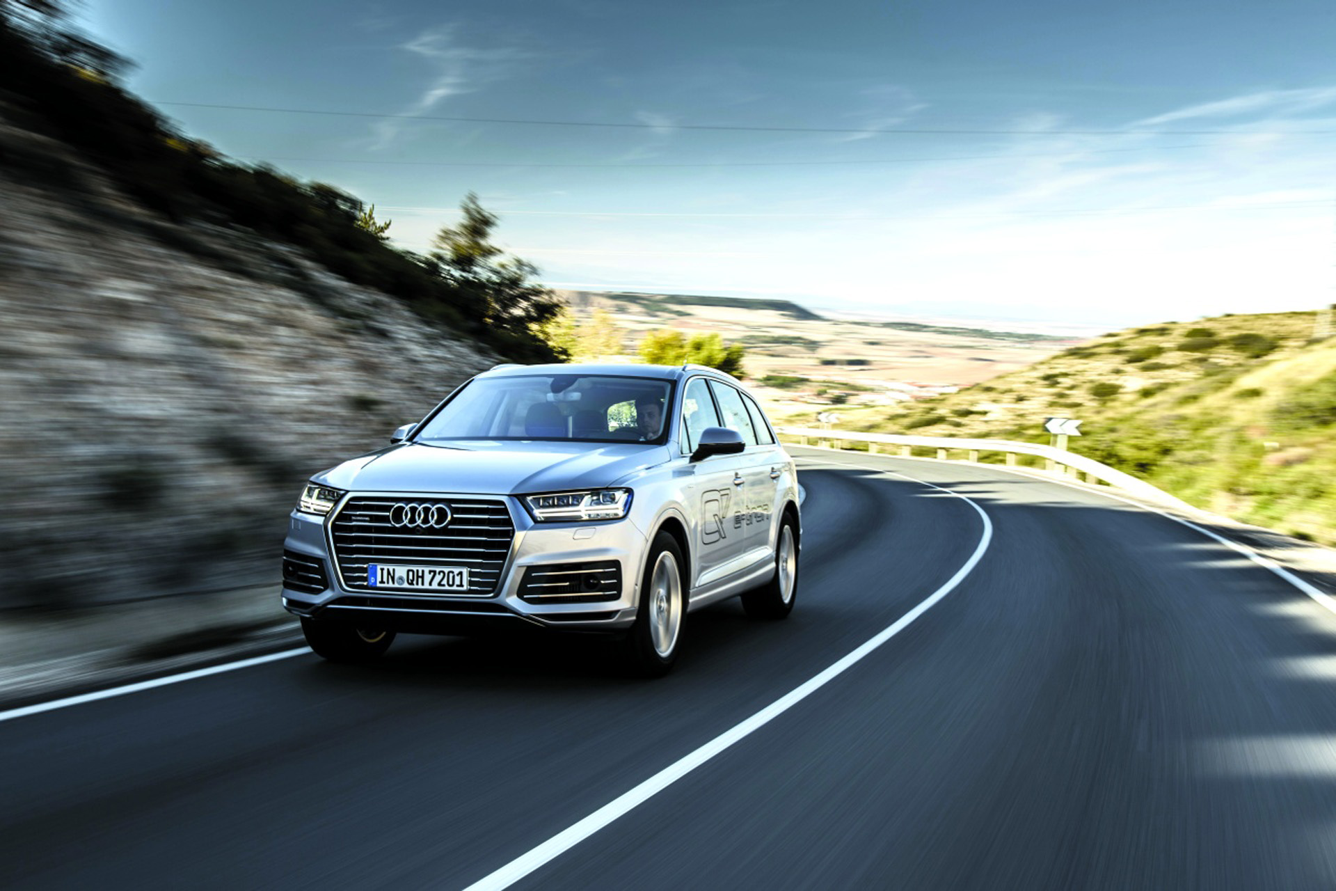 audi q7 e tron 3 0 tdi quattro la curent cu tehnologia headline test drive auto bild. Black Bedroom Furniture Sets. Home Design Ideas