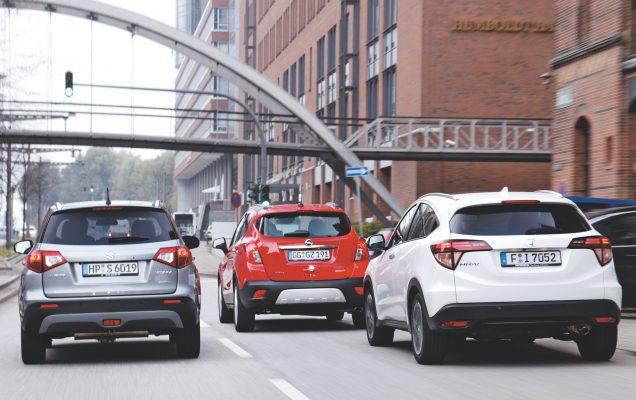 3er Vergleich mit Honda HRV Executive 1.5 i VTEC ,1498 ccm ,96 Kw .weiß ,Euro 6 ,Bj 19.06.2015 ,Opel Mokka 1.4 turbo Edition ,Euro 6 ,rot ,Bj 03.08.2015 ,1364 ccm ,103 Kw und Suzuki Vitara S Booster jet Allgrip , grau ,1373 ccm ,103 Kw ,Euro 6 ,Bj 10.07.2015 | Honda HR-V, Opel Mokka, Suzuki Vitara Bitte Optik Fahraufnahme in der Stadt, neuestes Auto ist der Honda