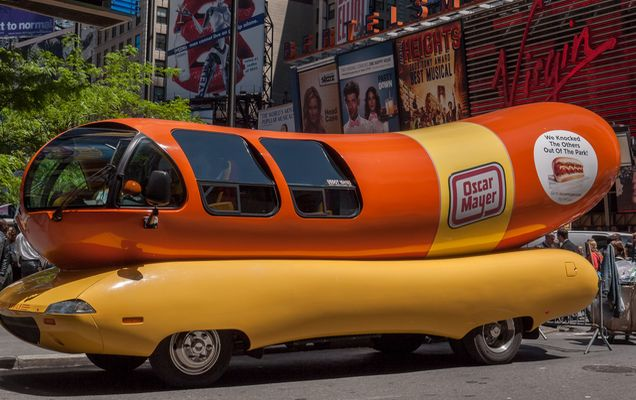 Hot_dog_car_in_New_York_city_1020027