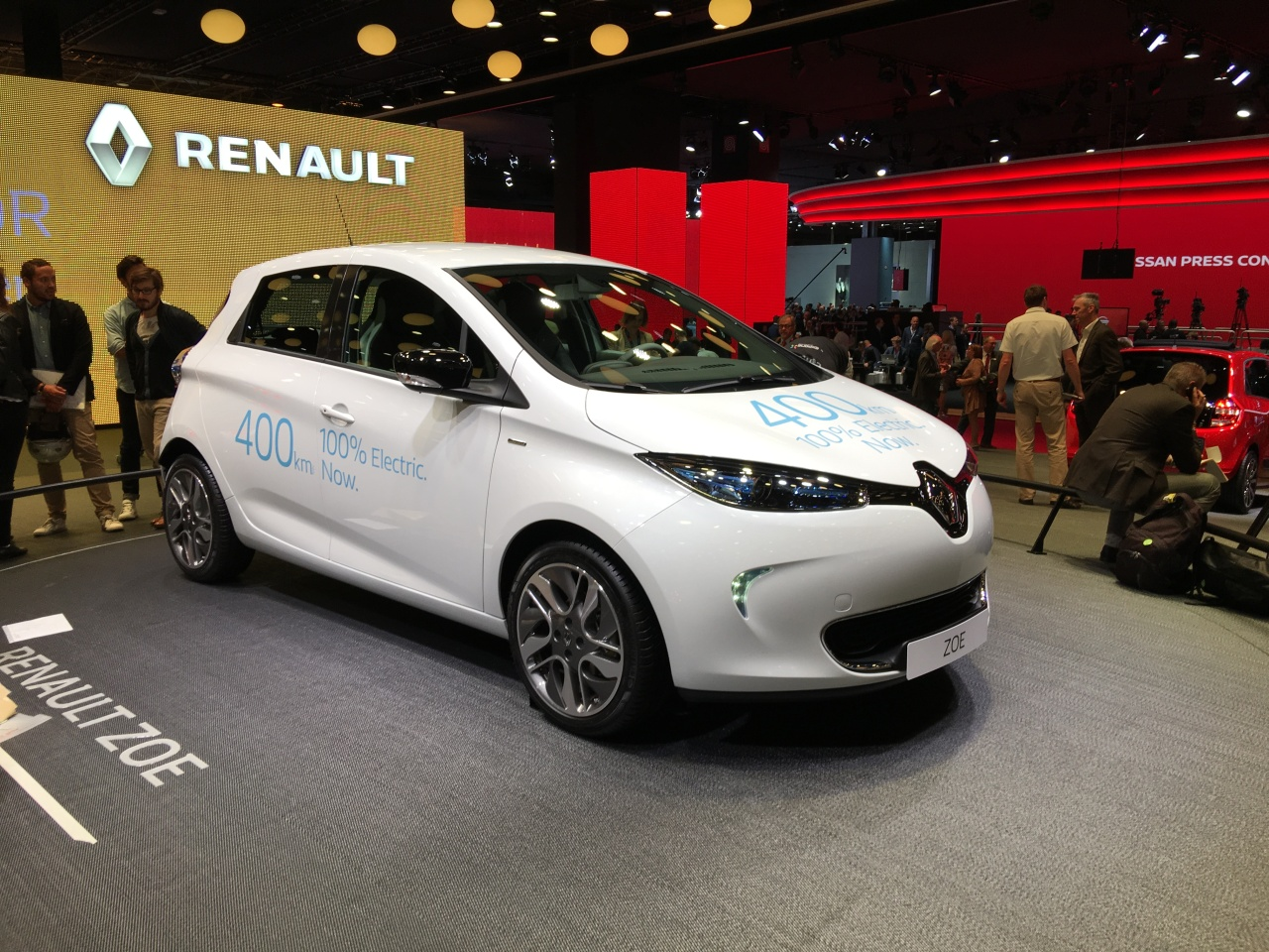 live paris 2016 renault zoe acum cu autonomie electric de 400 km headline salonul de la. Black Bedroom Furniture Sets. Home Design Ideas