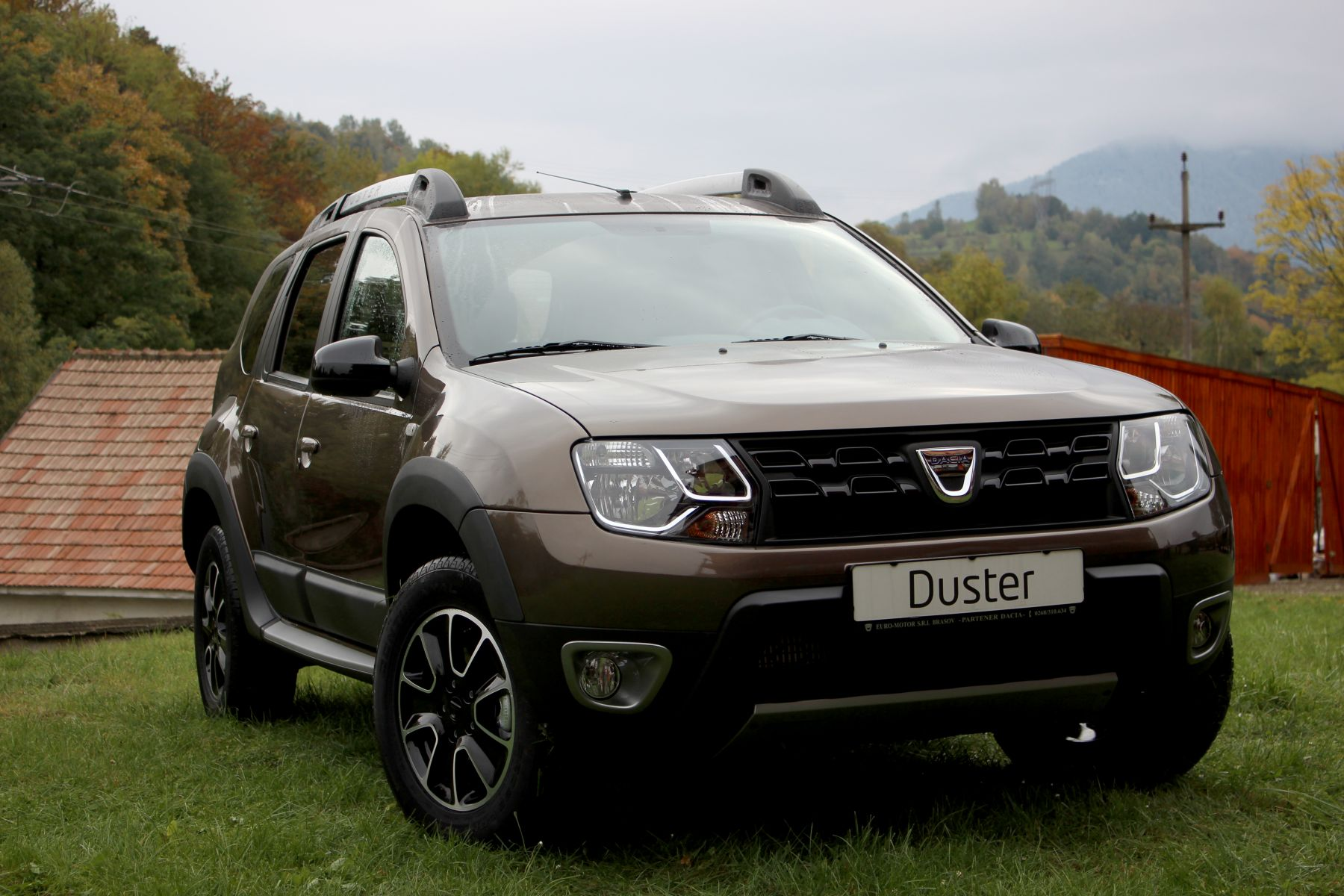 dacia duster black touch serie limitat pentru pia a din rom nia foto headline ma ini noi. Black Bedroom Furniture Sets. Home Design Ideas