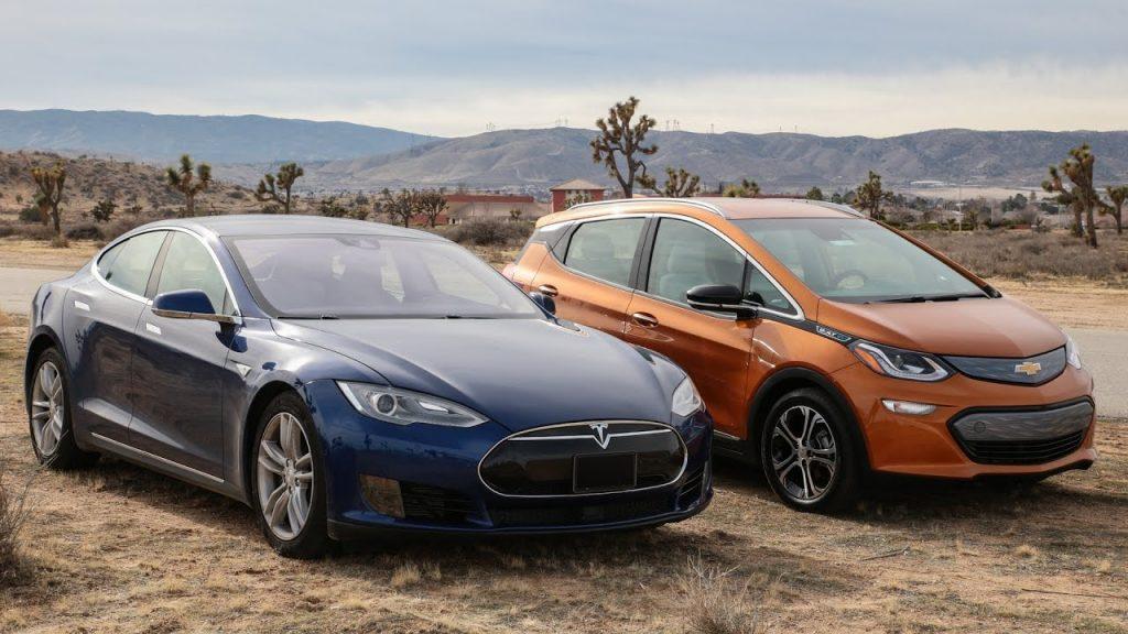Un Posesor De Tesla Model S Face Un Review Pentru Chevrolet Bolt Ev