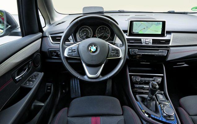 BMW 218i vs M5 Touring