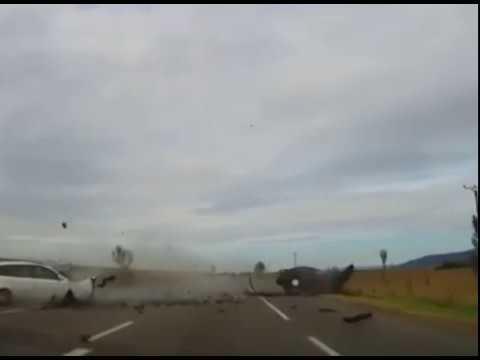 video-accident-grav-pe-dn2-surprins-de-o-camera-de-bord