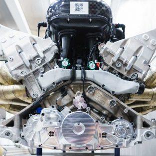 puternic motor aspirat