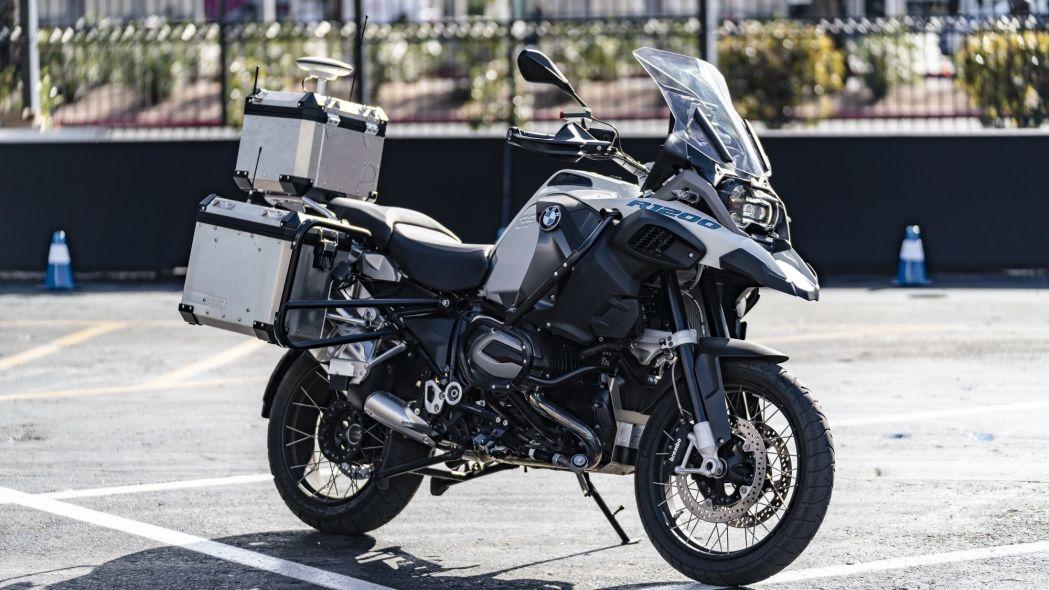 bmw-a-creat-o-motocicleta-autonoma-de-ce-nu-poi