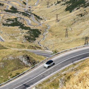 MINI Cooper SE Transfagarasan foto Radu Chindris 1