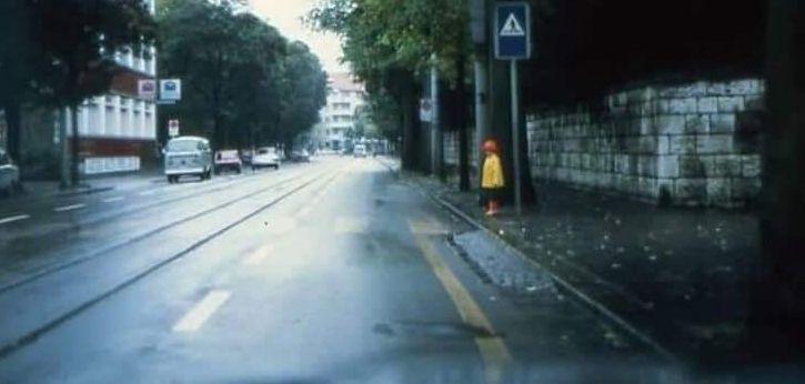 Test: vezi în această fotografie un copil pregătit să traverseze?