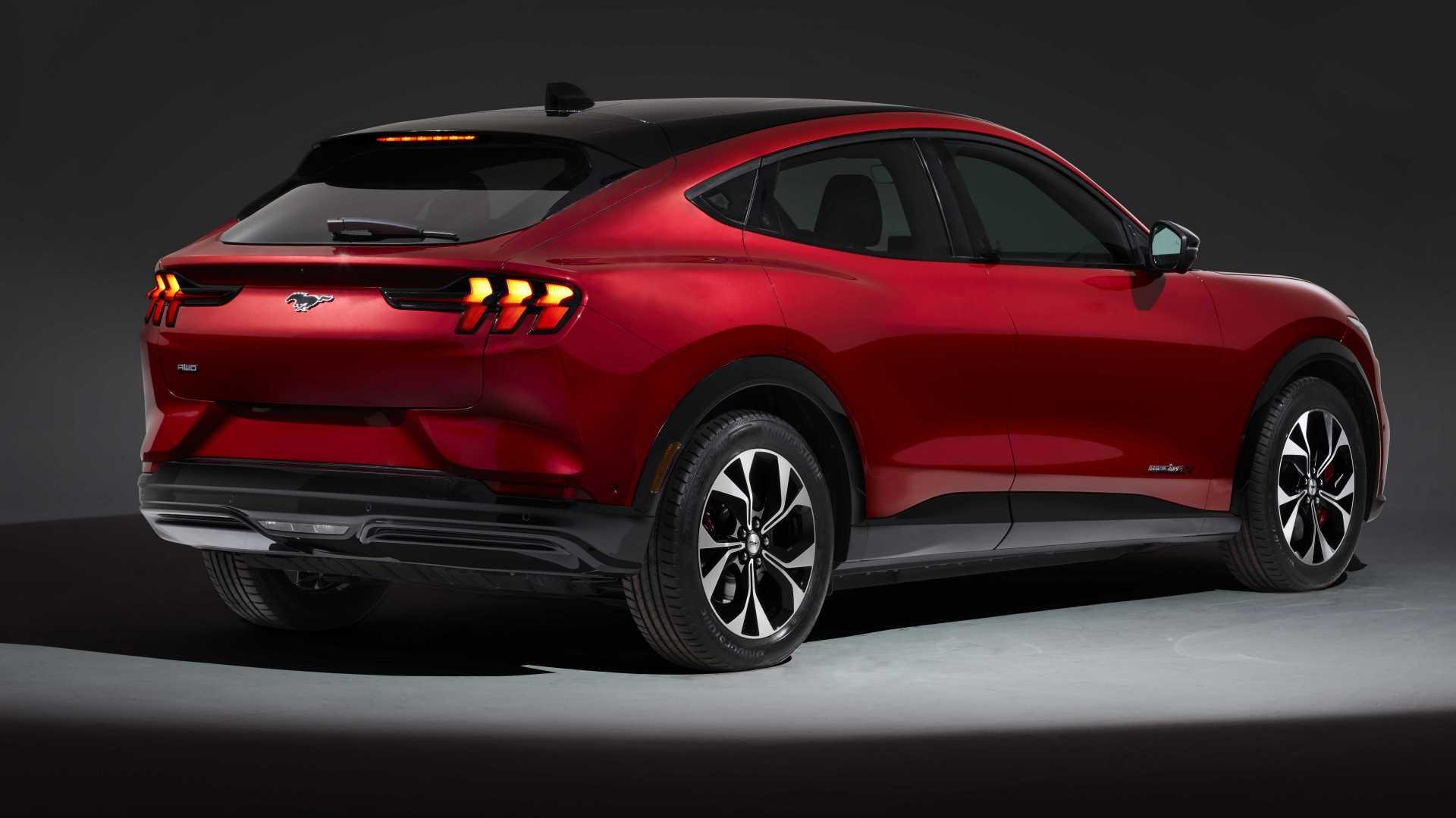 Mustang Mach-E este cel mai spațios și mai sofisticat dintre Mustangii lui Ford