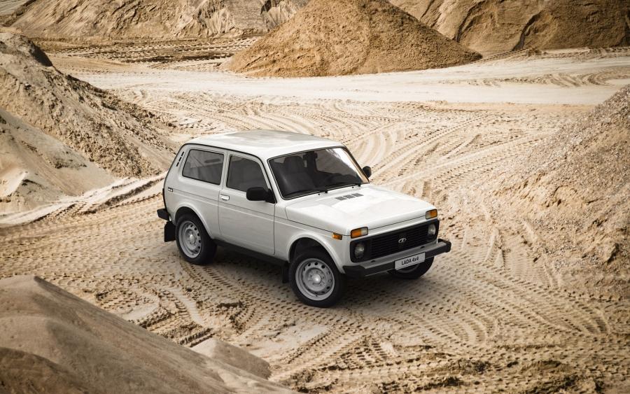 Lada Niva 4x4 Clasic / motor 1,7 litri benzină /82 CP la 5800 rpm - preț în România de la 8500 euro!