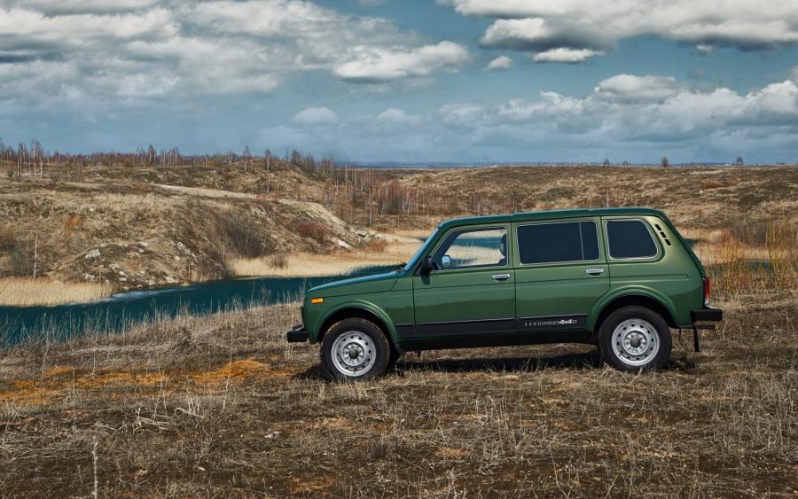 Lada Niva 4x4 Clasic / motor 1,7 litri benzină /82 CP la 5800 rpm - preț în România de la 9500 euro!