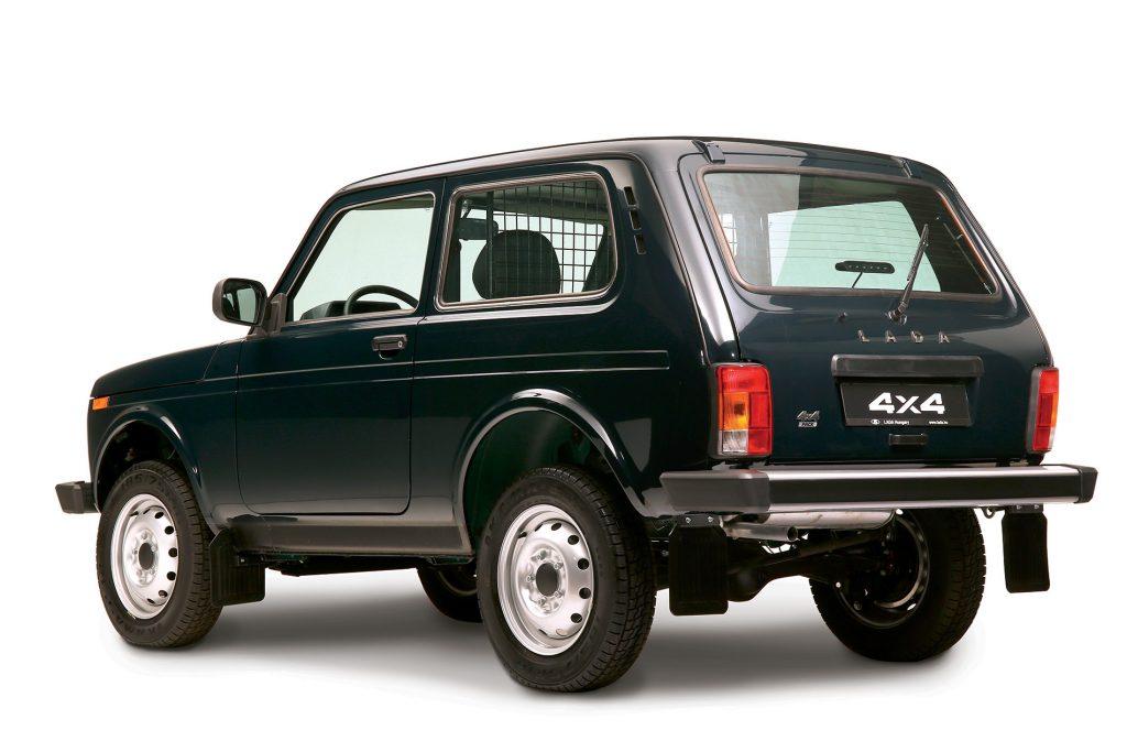 Lada Niva 4x4 Pack / motor 1,7 litri benzină /82 CP la 5800 rpm - preț în România de la 8700 euro!