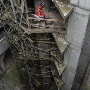 Michael Walkner (Austria)- in interiorul cladirii cu 5 etaje
